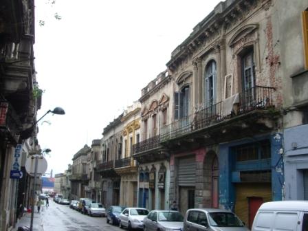 Rue délabrée de Montévideo