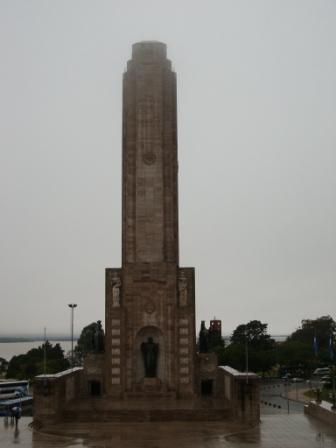 Un monument Post Communiste Neo Phallique pour célébrer le drapeau argentin