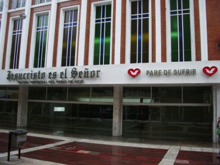 L\'église universelle du reigne de Dieu, présente dans toutes les grandes villes argentines. A droite est écrit : Arretez de souffrir