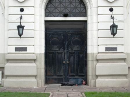 On le voit pas mais sur les plaques il y a écrit : Banque de Rosario. Ou ça fait de la peine!!!