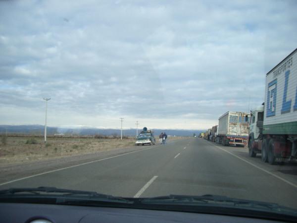 Camions sur le bord de la route, des milliers!!