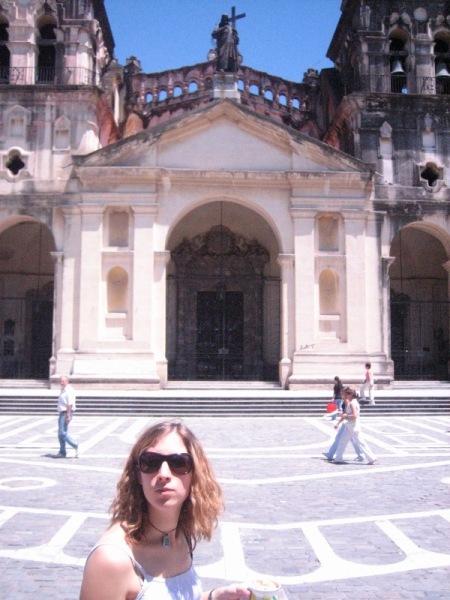Marion devant la Cathédrale de Cordoba
