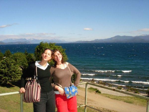 2 Marions face au lac Nahuel Huapi
